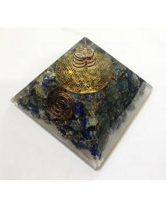 Orgoniet Pyramide Lapis lazuli met metalen flower of life en kristal punt