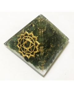 Orgonite pyramid - Heart Chakra: Green aventurine